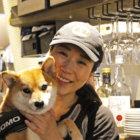 【取材・看板犬】美味しい、ヘルシー、ボリューミの三拍子揃ったハンバーガーで人気!マイペースな看板柴モモがお出迎え「EAT GRILL&BAR@渋谷区」
